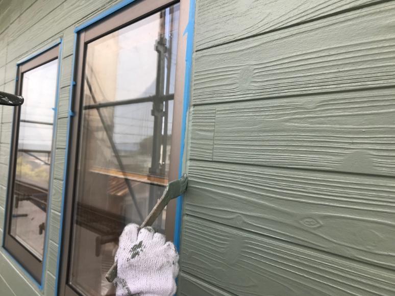 外壁塗料で仕上げ塗装を施します