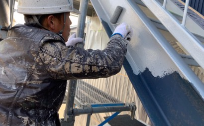 愛知県西三河東三河西尾市屋上防水工事鉄骨階段塗装工事マックスシールド汚れクラックひび割れメンテナンス施工写真鉄骨階段下塗り