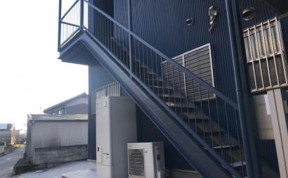 愛知県西三河東三河西尾市屋上防水工事鉄骨階段塗装工事マックスシールド汚れクラックひび割れメンテナンス施工前