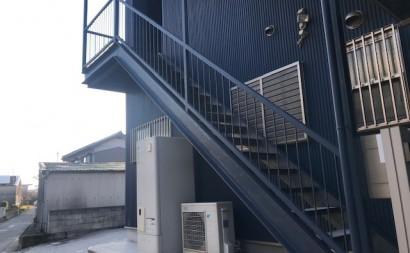 愛知県西三河東三河西尾市屋上防水工事鉄骨階段塗装工事マックスシールド汚れクラックひび割れメンテナンス施工写真鉄骨階段現状