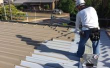 愛知県西三河東三河西尾市屋根塗装シリコン塗装汚れ錆色褪せ施工写真中塗り