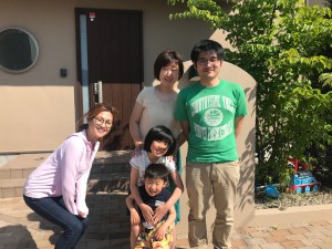 愛知県西三河東三河安城市外壁塗装ガイナ遮熱断熱塗装お客様と写真