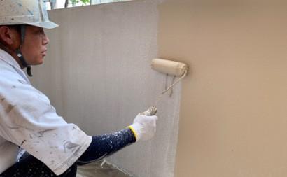 愛知県西三河東三河西尾市マンション塗替え外壁超低汚染遮熱シリコン塗装ミッドビスケット施工写真中塗り