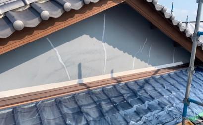 愛知県西三河東三河西尾市外壁塗装工事遮熱断熱セラミックガイナ塗装破風部切妻部塗装施工写真外壁ひび割れシール補修