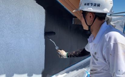 愛知県西三河東三河西尾市外壁塗装工事遮熱断熱セラミックガイナ塗装破風部切妻部塗装施工写真上塗り1回目