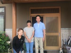 愛知県西三河東三河西尾市外壁塗装遮断熱セラミックガイナお客様と写真