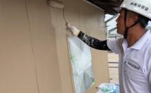 愛知県西三河東三河西尾市外壁塗装工事遮熱断熱セラミックガイナ塗装ベージュ外壁施工写真上塗り1回目