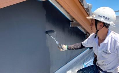 愛知県西三河東三河西尾市外壁塗装工事遮熱断熱セラミックガイナ塗装破風部切妻部塗装施工写真上塗り2回目