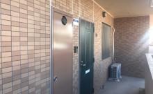 愛知県西三河西尾市マンション塗替えメンテナンス外壁超低汚染遮熱シリコン塗装ミッドビスケットタイル壁クリヤー塗装付帯部4Fフッ素塗装施工例ドア