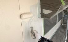 愛知県西三河東三河西尾市木造外壁塗装アステック超低汚染無機フッ素塗装オレンジホワイト傷み色褪せひび割れ汚れメンテナンス外壁塗装施工手順中塗り