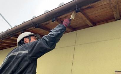 愛知県西三河東三河西尾市木造外壁塗装アステック超低汚染無機フッ素塗装オレンジホワイト傷み色褪せひび割れ汚れメンテナンス軒天木部施工手順シミ抜き