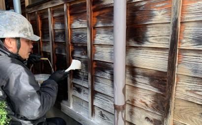 愛知県西三河東三河西尾市外壁塗装工事木部擁壁塗装工事低汚染高耐久シリコン塗装木部黒ずみ汚れ経年劣化メンテナンス腰壁塗装施工手順アク抜き