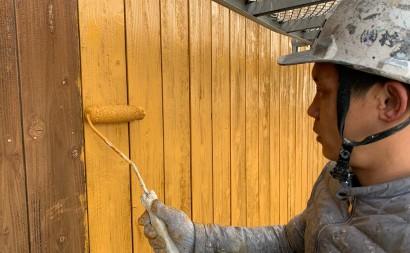 愛知県西三河東三河西尾市外壁塗装工事木部擁壁塗装工事低汚染高耐久シリコン塗装木部黒ずみ汚れ経年劣化メンテナンス外壁木部塗装施工手順下塗り