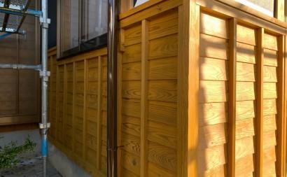 愛知県西三河東三河西尾市外壁塗装工事木部擁壁塗装工事低汚染高耐久シリコン塗装木部黒ずみ汚れ経年劣化メンテナンス腰壁塗装施工手順完成