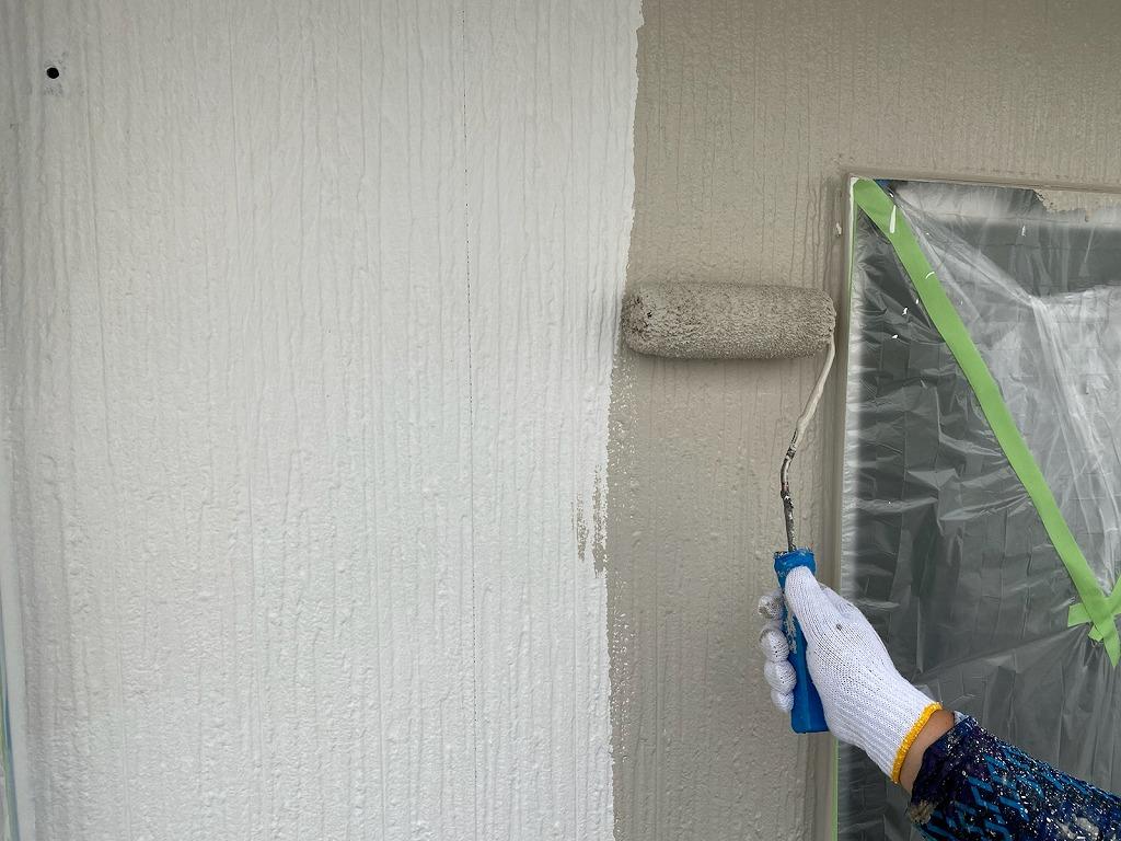 村井塗装外壁塗装中塗り